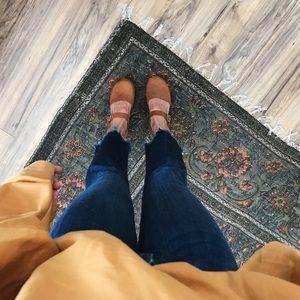 [Zara] high-rise frayed hem jeans